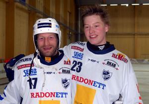 Rättviks sportchef, Dan Hjelm, och Felix Pherson i Rättvikströjan när det begav sig. De båda har fortfarande god kontakt. Bild: Hans Dahl