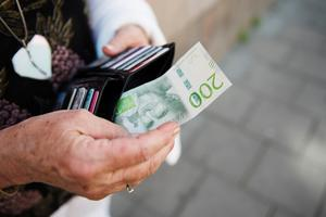 Nu höjer vi faktiskt pensionerna för de med de allra lägsta. Vi höjer dessutom bostadstillägget ordentligt och som sagt, sänker skatten, skriver Ingemar Nilsson (S), riksdagsledamot från Västernorrland.
