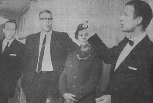 Under invigningen 1969 deltog Söderhamns-Kuriren. Bildtexten löd: Huvudkontrollanten ingenjör Sven-Ulrik Linder, till höger, redogör för bland annat ordföranden i Söderhamns stadsfullmäktige Gösta Källgren med fru Stina hur det där med värme från elektriska element i taket fungerar.