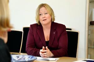 Ulrika Falk (S), ordförande i kommunstyrelsen är medveten om att det behövs fler hyresrätter i kommunen och menar att det är något som samverkansstyret har tagit fram en bostadsstrategi för.