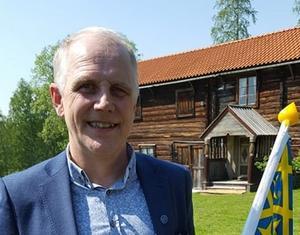 Morgan Persson fick ta emot Helmer Nylanders minnesfondsstipendium.
