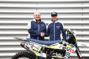 FOTO: Revo Husqvarna UK    Inför säsongen bytte Alvin Östlund både team och märke – och körde för Revo Husqvarna UK. Men nästa säsong blir teambyte igen.
