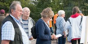 Tipspromenad om Mälarenergi och vattenvårdsfrågor. På bilden ses bland andra Ingegerd och Sven-Erik Wikström, som båda tyckte att faunapassagen var ett bra initiativ.