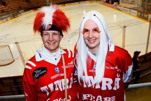 Systrarna Malin och Mia Heiniö hade specialfrisyrer för den här dagen.