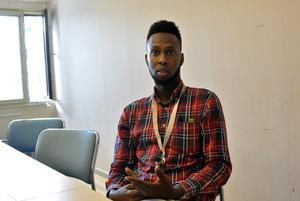 Maslah Omar talar vant om såväl politik som idrott. Hans engagemang för ungdomarna i Borlänge gav honom priset som Årets Dalahjälte i år.