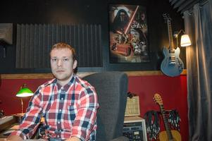 Det blir även en del musik gjord för tv-spel när Johannes Bornlöf pysslar i sin studio.
