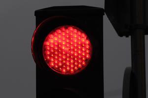 Dåligt synkroniserade trafkljus får insändarskribenten att se rött.