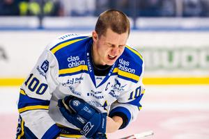 Martin Karlsson hade mycket ont efter den olyckliga incidenten på isen i slutet av första perioden mot Växjö. Foto: Jonas Ljungdahl/Bildbyrån.
