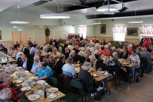 Drygt 110 personer besökte mötet, vilket innebar att Festsalen i Forum Kvarnsveden var fullsatt. Foto: Läsarbild