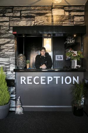 Dennis Jonsson har lagt ner mycket själ och tid för att ge hotellet en ny och fräsch känsla.