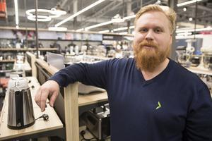 Marcus Nilsson, butikschef Elgiganten, Erikslund, ser fram mot Black Friday.