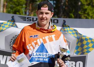 Adam Andersson tog silver i junior-SM, slutseger i 125-cupen – och blev utnämnde till Årets Rookie i svensk enduro.