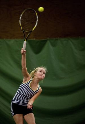Tilde Strömquist, Sundsvalls TK, visade att åldern spelar mindre roll när man har ett racket.