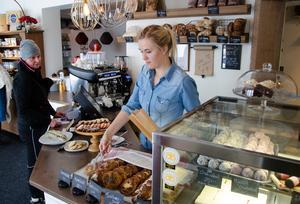 För mindre än ett år sedan startade Andrea Skott Dahlgren sitt bageri och konditori Nya Jonssons konditori & bageri.  Hennes konditori har blivit väldigt populärt och verksamheten har växt rejält. Nu är hon en va de nominerade till