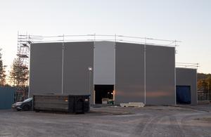 Padelhallarna har spridits ut snabbt i landet. Här  är den ny hallen i Timrå som väntas stå klar någon gång i vår.