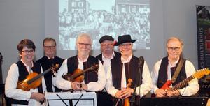 """Gruppen """"Sommartid"""" består av fr v Eskils Monica, Walters Börje, Hans Ehrling, Vikôs Kalle, Sommar Börje och Rolf Björk."""