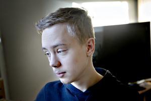 Jonatan Arvidsson tycker om att lära sig saker. Han vill fortsätta att studera.