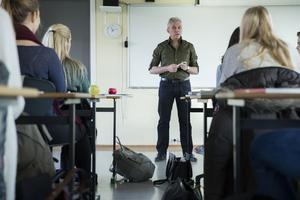 Klicka på länkarna för att komma till artiklarna där du kan se vilka elever som börjar på Nifsarpsskolan och Eksjö gymnasium i höst. Foto: Berit Roald