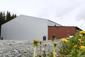 I samband med att nästa hösttermin startar kommer Svenstavik att inviga sin nya sporthall.  En hall som fått kritik för att den enbart anpassats till bollsport.
