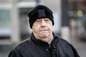 Leif Söderberg är boende i Hallstavik men har koll på granater fungerar.