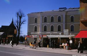 Korvkiosk vid Teaterplan, 1970-tal. Fotograf: Okänd (Bildkälla: Örebro stadsarkiv)