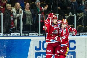 Jonas Ahnelöv under sin sista säsong i Modo. Här jublar han med Gustav Possler i Fjällräven Center. Foto: Jonas Forsberg / BILDBYRŁN.