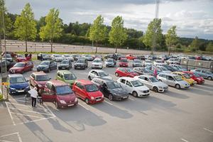 Ett nittiotal bilar var med och spelade bilbingo under tisdagskvällen, vilket är nytt rekord.