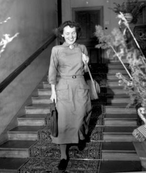 Lärarinnan Ingrid Johansson efter intervjun på hotell Knaust. Bild: Norrlands bild, Sundsvalls museum