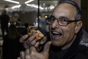 Alberto Ferrante älskar pizzorna från P-za. De har fantastisk deg och goda ingredienser och påminner om pizzorna från Napoli, säger Alberto som kommer från Rom. Foto: Bengt Pettersson