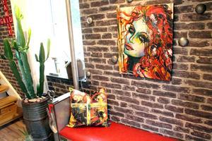 Veronica vann tavlan av konstnären Veronica Eriksson och fick en kudde till på köpet.