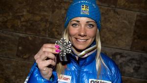 Frida Hansdotter med VM-medaljen.