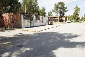 Den gamla kiosken brann i maj. Polisens utredning kring den ligger i nuläget nere.