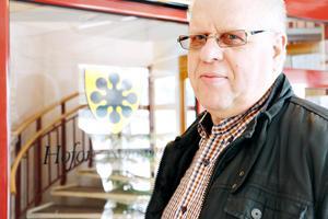 Kenneth Axling (S), har hotats i sin roll som ordförande i socialnämnden i Hofors.