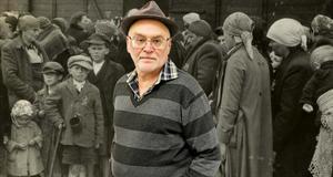 Gregor Flakierski är författare och skribent. Bilden visare en grupp människor som anländer till Auschwitz 1944.