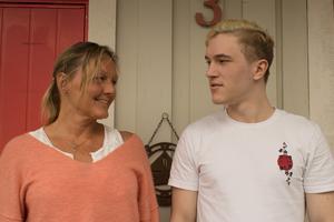 David Sundberg  och mamman Margit Sundberg driver nu båda företag från familjens bostad i Älmsta.