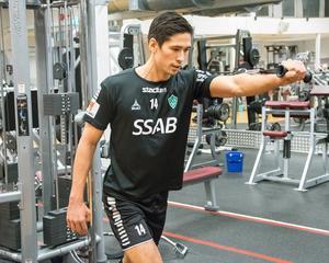 Jonathan Lundbäck är kluven inför ärendet som skakar svensk fotboll. Hans hemstads Östersunds FK riskerar att degraderas från allsvenskan, vilket i så fall öppnar för hans nuvarande klubb Brage.