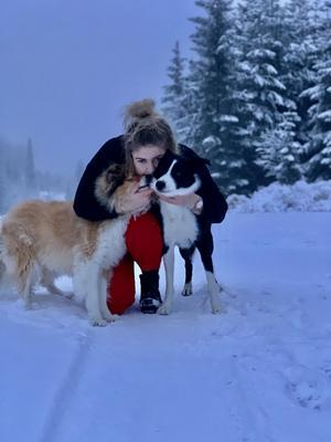 Therese Bjuhr med sina hundar.