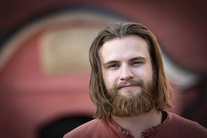 Jim Bergqvist i Medeltidsföreningen har lagt ner mycket tid för att locka deltagare till medeltidsrodden. Foto: Lennye Osbeck