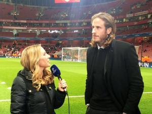 West Bromwich Jonas Olsson var med oss och fick se Arsenals mycket otippade förlust mot Monaco.