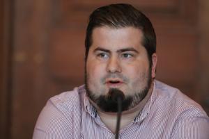 Jason O´Halloran (S) var inte nådig i sin kritik över de borgerligas förslag för Engelska skolan i Östersund