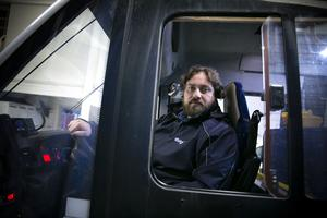 Bussföraren Maher Sbbagh attackerades samtidigt som han körde en fullsatt buss med skolbarn.