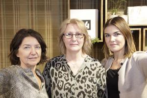 Anita Westerlund, Britta Wagenius Nordin och Amanda Norling hade fullt med kunder i Skalets Inredning på fredagen.