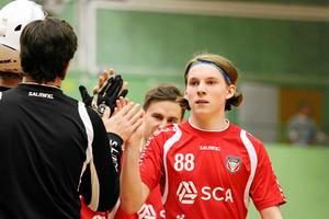 Måns Höglin kan spela för både Granlo BK och IBF Falun under resterande del av säsongen.