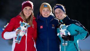 Medaljtrion samlad direkt efter målgång. Siri Wigger, Schjweiz, Märta Rosenberg, Sverige och bronsmedaljören Kendall Kramer, USA. Foto: IOC