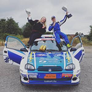 Daniel Röjsel och sambon Matilda Eriksson efter SM-guldet i rallysprint. Foto: Privat