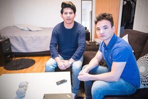 Hassan Mohammadi och Reza Safari startade föreningen En hjälpande hand. Nu hjälper de nyanlända att komma in i samhället och att hitta nya vänner.
