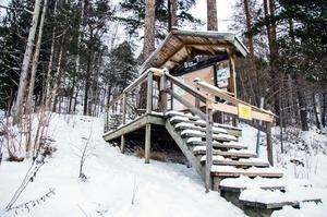 Trappan till och från Baldersvägen finns med på listan över önskade åtgärder. Den hålls för tillfället stängd på grund av halkrisk.