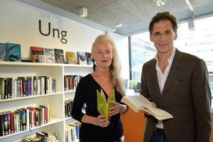 Elisabet Reslegård, ordförande för Läsrörelsen och författaren David Lagercrantz, hoppas väcka läslusten hos högstadie- och gymnasieungdomar.