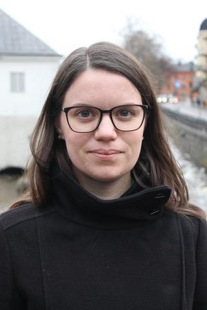 Sandra Håkansson forskar på hur kön påverkar riskerna att utsättas för hot och våld som politiker. Bild: Uppsala universitet