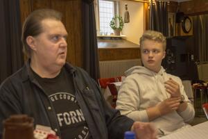 Kimmo Ylitalo tror många ungdomar sitter hemma och lirar. Han vill att de följer Henriks exempel och besöker föreningens framtida jamsessions.